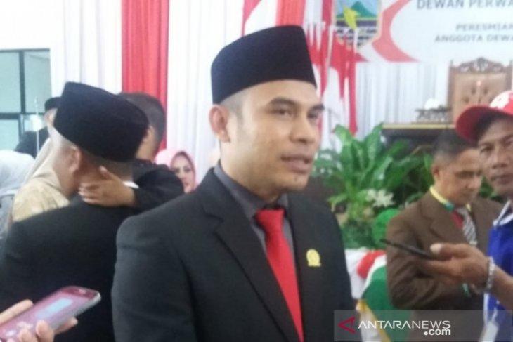 DPRD minta bupati segera defenitifkan sembilan kepala SKPD