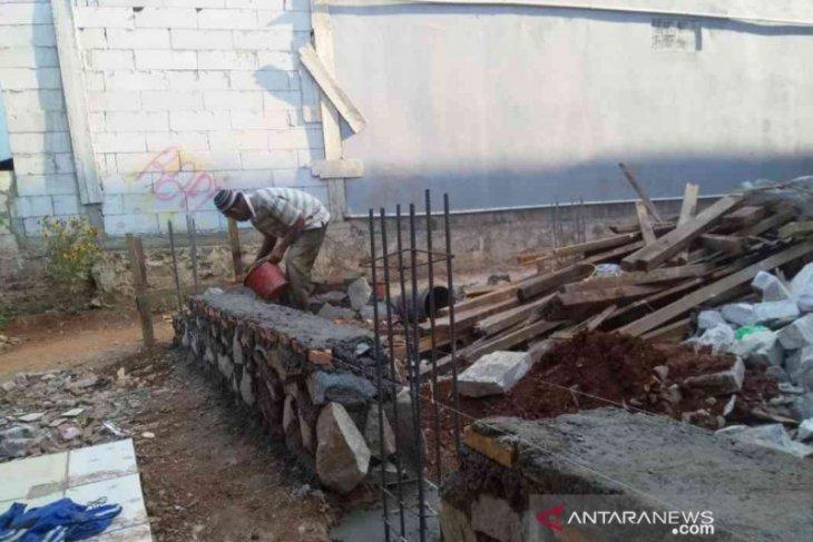 Tingkatkan kemampuan bidang konstruksi, Pemkab Bekasi sertifikasi para tukang