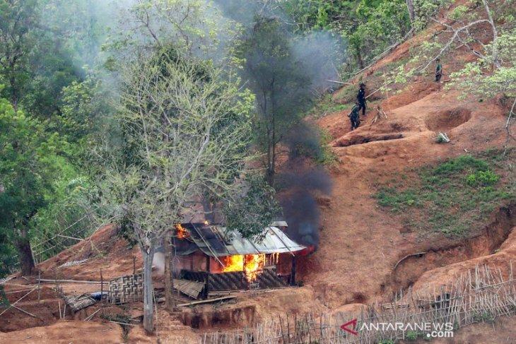Hindari kekerasan, ribuan warga desa Myanmar siap lari ke Thailand