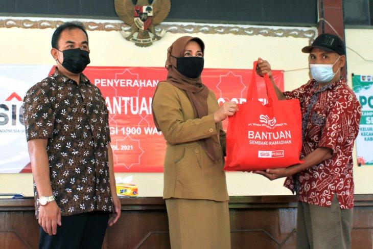 SIG bagikan 1.900 paket sembako kepada warga sembilan kelurahan di Gresik