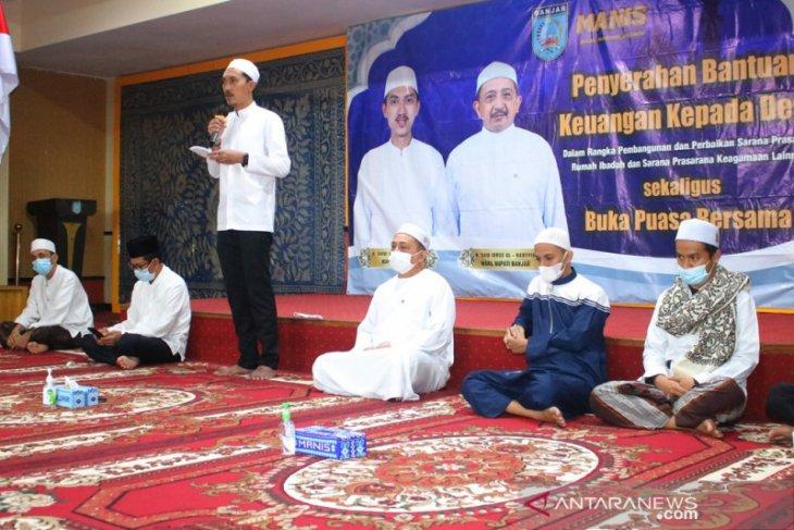 Bupati serahkan bantuan rumah ibadah Rp950 juta