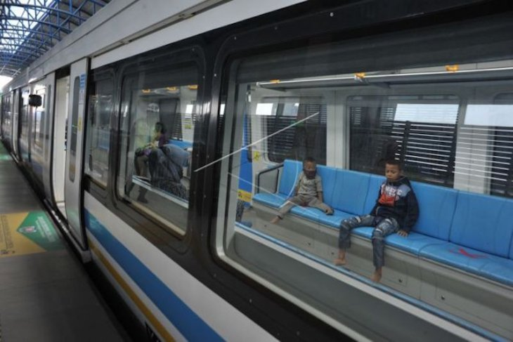 Presiden Joko Widodo harapkan LRT buatan RI dapat diekspor