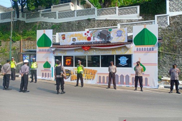 Petugas gabungan perketat penjagaan pintu masuk dan jalur tikus ke Sukabumi