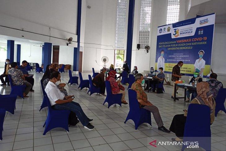 434 orang dosen dan karyawan Universitas Bengkulu divaksinasi