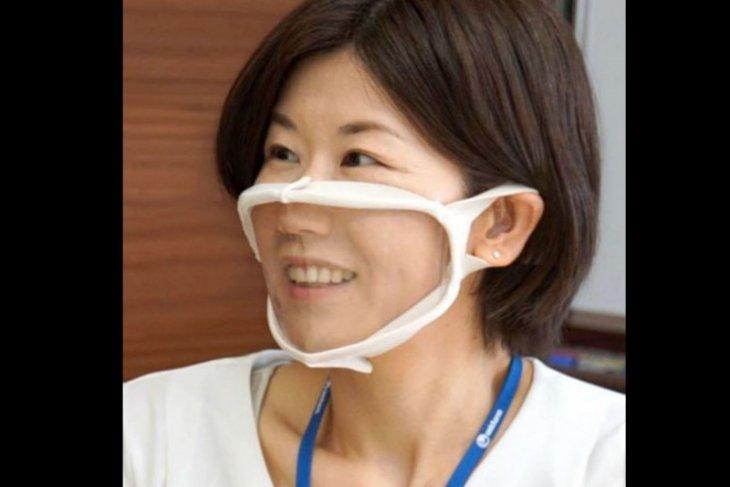 Masker wajah tembus pandang untuk membantu teman tuli berkomunikasi