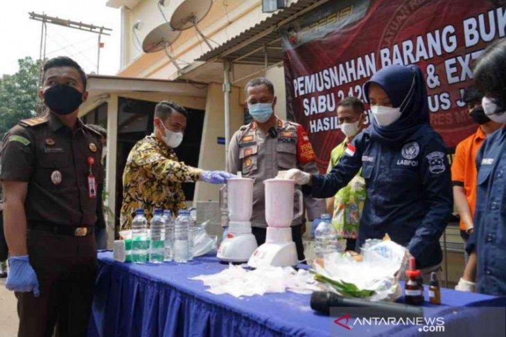 Polrestro Bekasi musnahkan barang bukti narkoba lintas negara