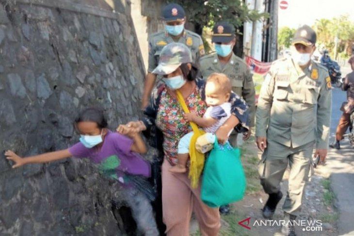 Satpol PP Denpasar tertibkan puluhan gelandangan dan pengamen