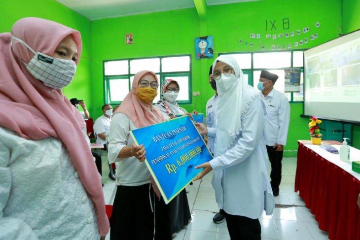 Guru PAUD dan TK Banyuwangi terima insentif jelang Lebaran