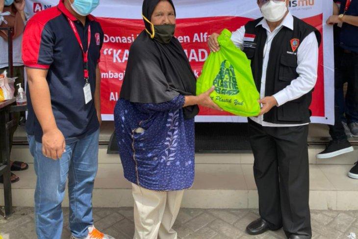 Alfamidi salurkan sembako Kado Ramadhan kepada warga kurang mampu di  Ambon