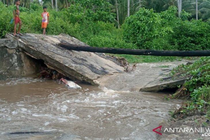DPRD Maluku desak Kontraktor perbaiki jembatan Watrupun di Kecamatan Babar
