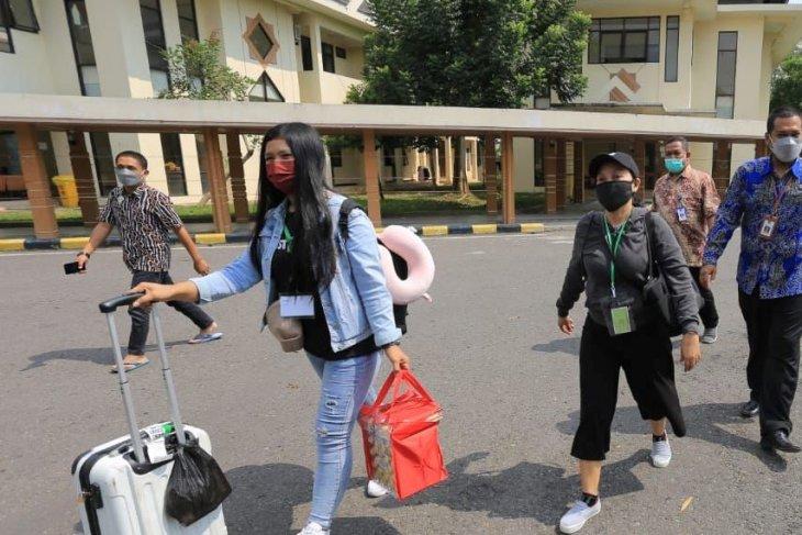 Pemkot Madiun jemput pekerja migran selesai jalani karantina di Surabaya