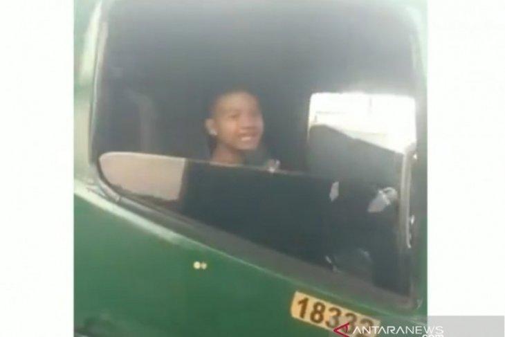Video bocah 12 tahun pengemudi truk direkam enam bulan lalu