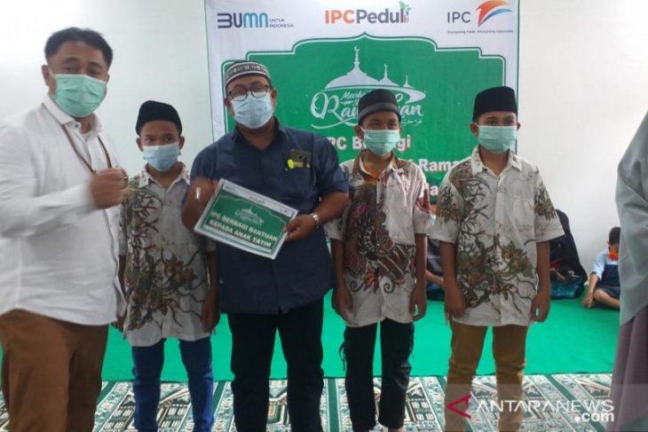 IPC Tanjung Pandan salurkan 976 voucher belanja kepada TKBM dan masyarakat sekitar pelabuhan