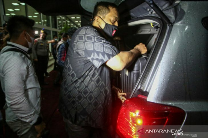 KPK geledah rumah Azis Syamsuddin, amankan barang bukti