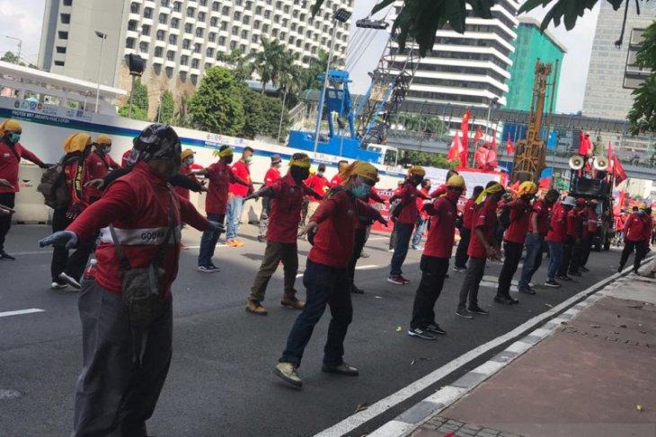 Serikat Pekerja Indonesia tuntut pencabutan UU Cipta Kerja pada peringatan May Day 2021