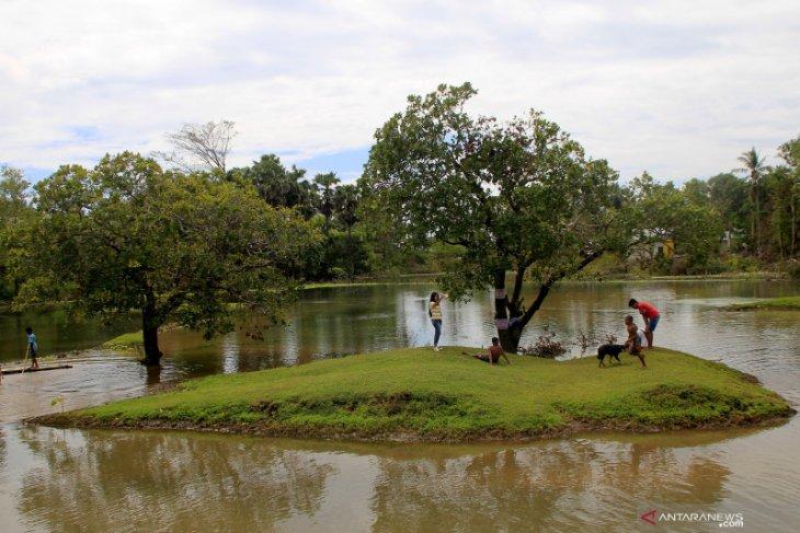 Sirkuit balap motor trail kini berubah jadi danau pascaseroja
