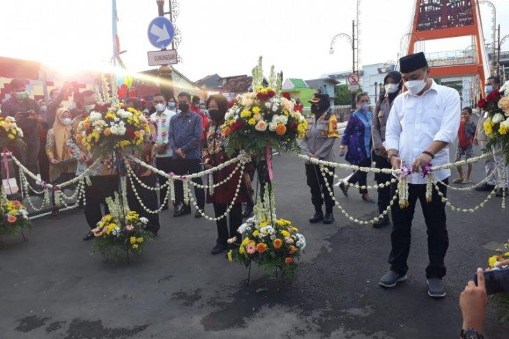 Mensos Risma dan Wali Kota Eri resmikan Jembatan Sawunggaling di Surabaya