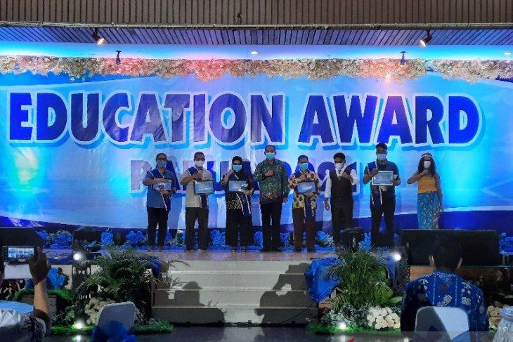 LKBN ANTARA Papua terima penghargaan peduli pendidikan dari Pemprov