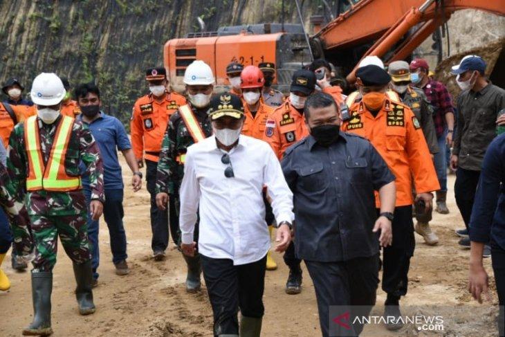Gubernur ingatkan tim evakuasi longsor Batang Toru agar tetap perhatikan keselamatan