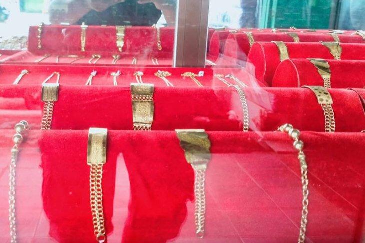 Jelang lebaran, perhiasan emas sepi pembeli