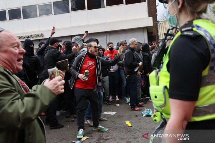 Liga Inggris, MU vs Liverpool ditunda, Liga Premier kutuk suporter protes berlebihan