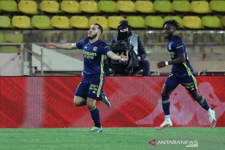 Lyon menangi drama lima gol atas Monaco meski hanya dengan 10 pemain