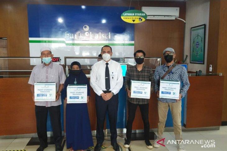 BPD Kalsel bagikan paket Ramadhan untuk pensiunan ASN dan jurnalis