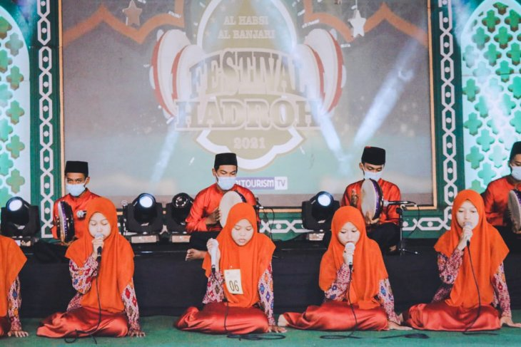 Festival Hadrah Al Habsy Al Banjari di Kediri berlangsung meriah