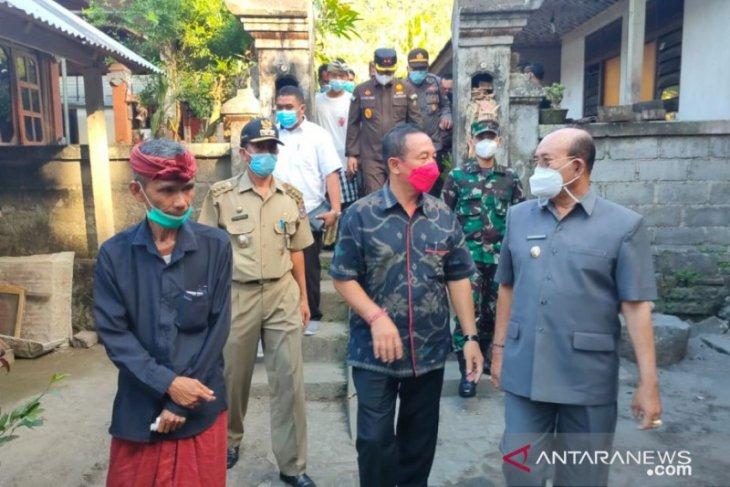 Bupati Karangasem kunjungi rumah Gede Kartika yang tenggelam bersama KRI Nanggala 402