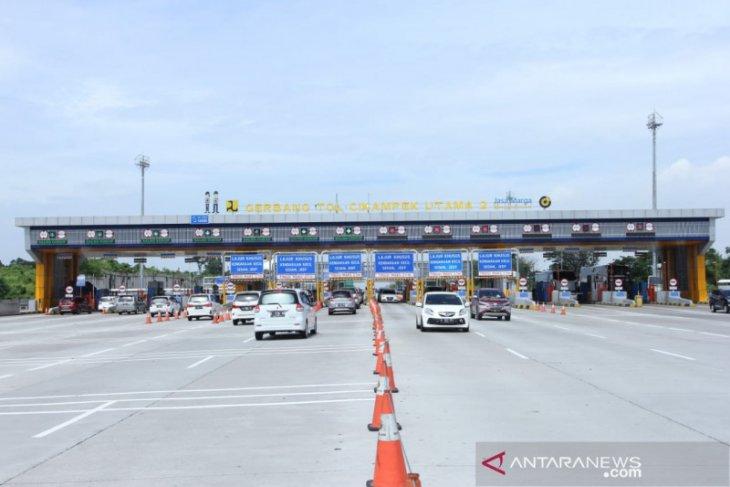 Arus lalu lintas di Tol Jakarta-Cikampek menurun jelang pelarangan mudik