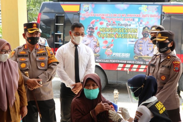 Polres Batubara lepas mobil vaksinasi keliling