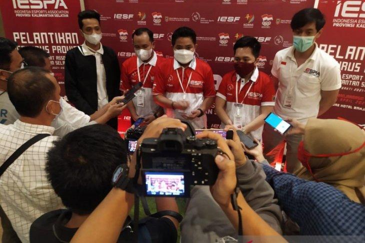 Bang Dhin : pers paling pertama menikmati kebebasan