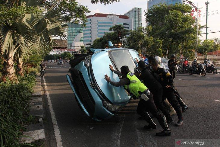 Kecelakaan Taksi di Surabaya