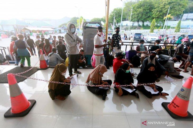 Pelabuhan penyeberangan di Gorontalo mulai ramai calon penumpang