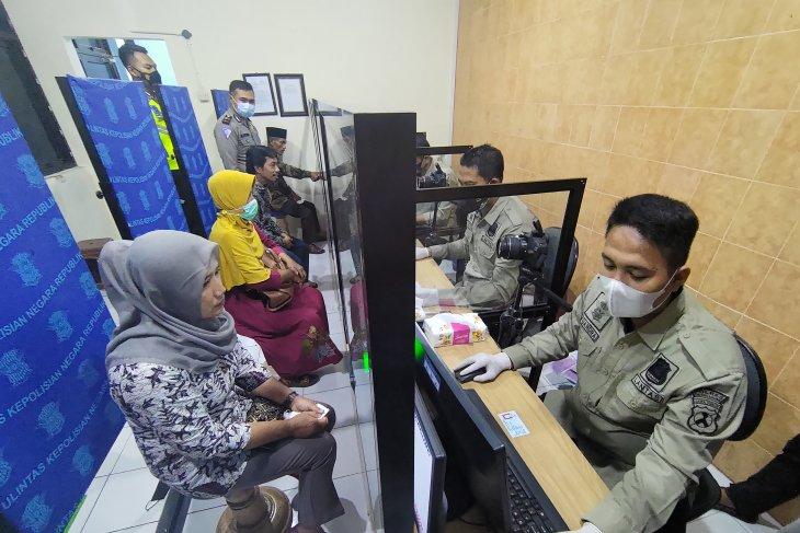 Keluarga awak KRI Nanggala di Tulungagung terima bantuan SIM gratis