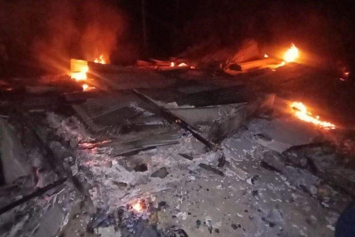 Rumah janda lima anak ludes terbakar