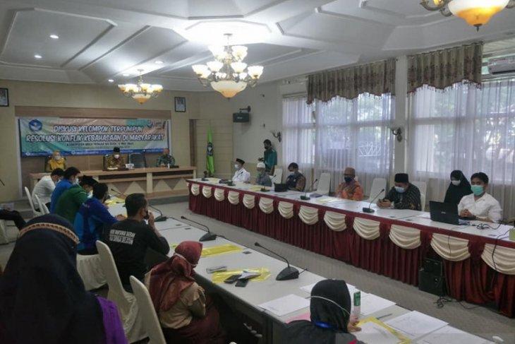 Diskusi terumpun resolusi konflik kebahasaan Balai Bahasa Kalsel di HSS