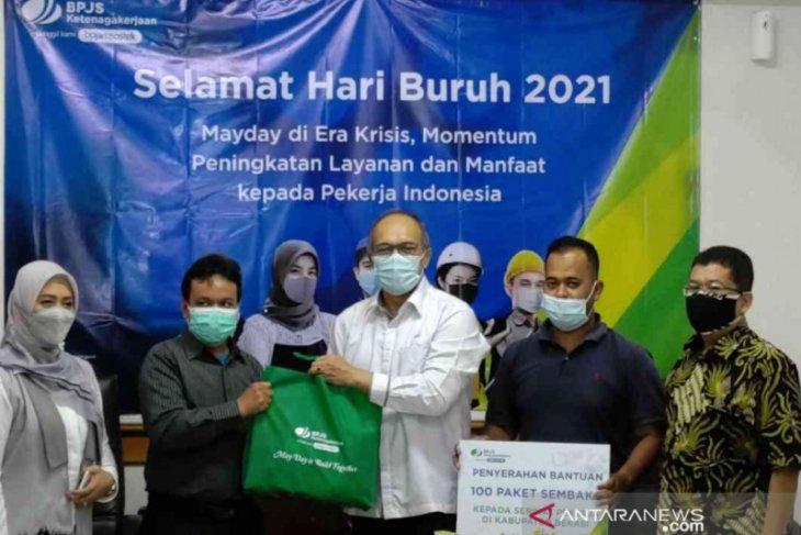 BPJAMSOSTEK Cikarang salurkan bantuan 100 paket sembako pekerja