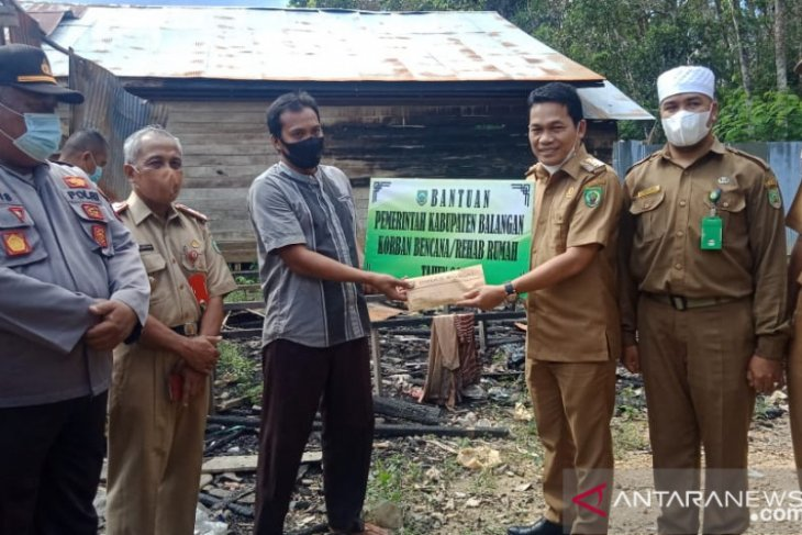 Bupati salurkan bantuan untuk korban kebakaran di dua desa