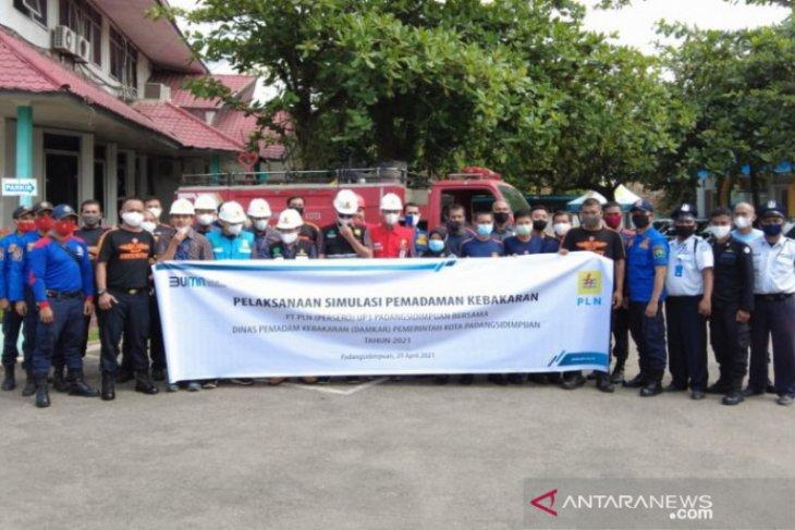 PLN Padangsidimpuan bersama Damkar Simulasikan penanganan api