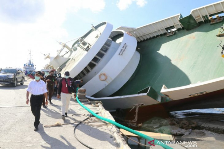 Kapal feri karam korban Siklon Seroja jadi kendala pemulihan operasional Pelabuan Seba