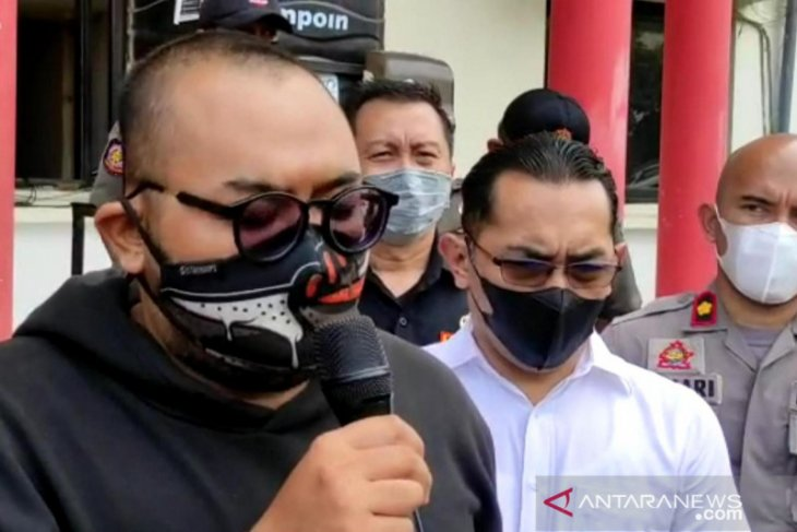 Seorang pemuda sebut pemakai masker
