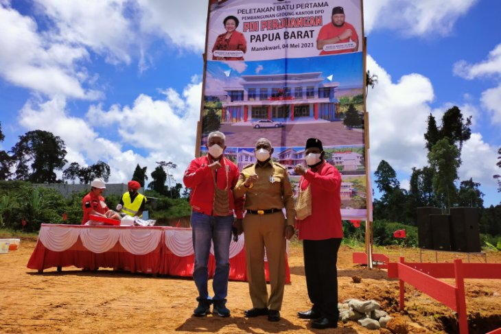 Gedung Sekretariat PDIP Papua Barat mulai dibangun