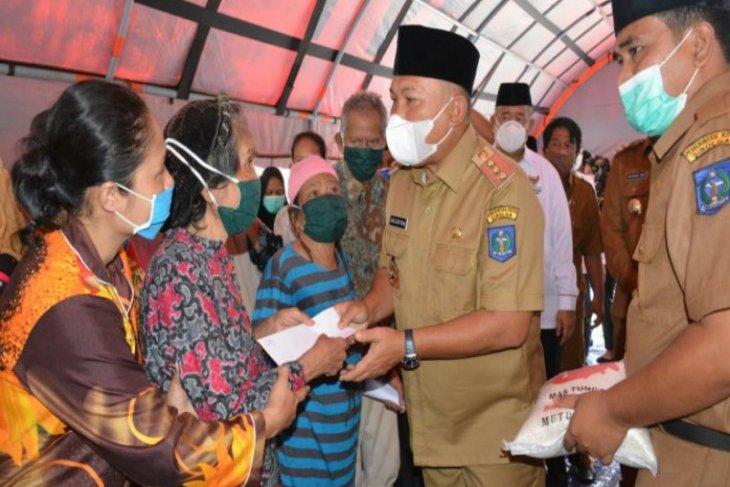 Wali Kota Sibolga serahkan bantuan Baznas untuk korban kebakaran