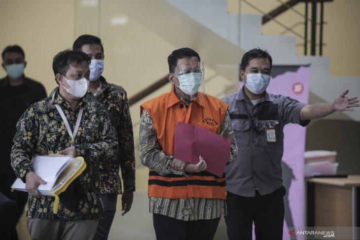 KPK panggil tiga saksi kasus suap  eks pejabat pajak Angin Prayitno Aji