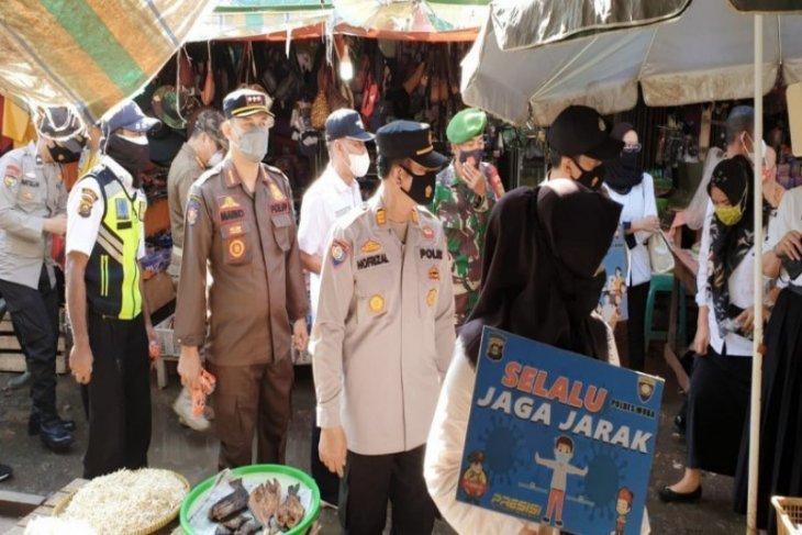 Pengunjung pasar tradisional di Musi Banyuasin peroleh pengetatan protokol kesehatan