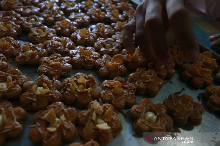 Penjualan kue kering di pasar tradisional Gorontalo masih sepi