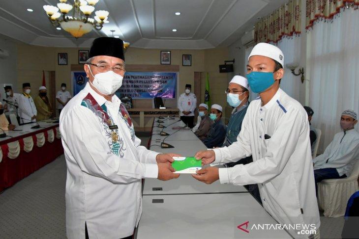 593 orang ustadz dan ustadzah Ponpes dan MDA di HSS terima insentif