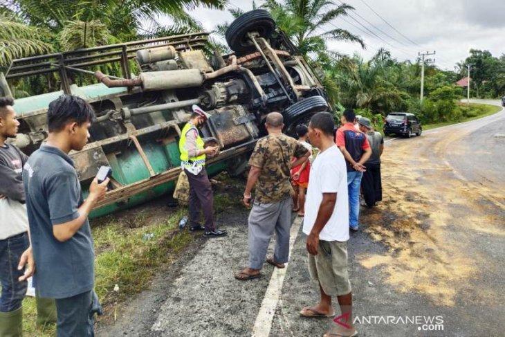 Truk tangki pengangkut CPO terbalik di Gunung Trans Nagan Raya, begini kondisinya