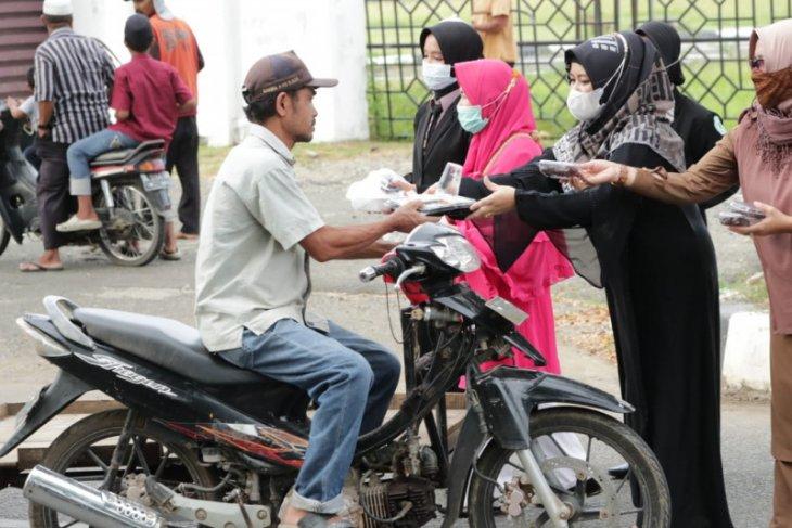 SMK di Banda Aceh bagi-bagi takjil